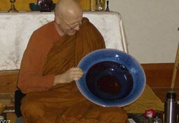 Ajahn Viradhammo examines a new bowl