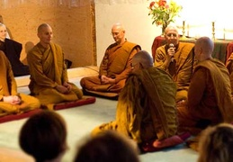 Ajahn Viradhammo gives an introductory talk