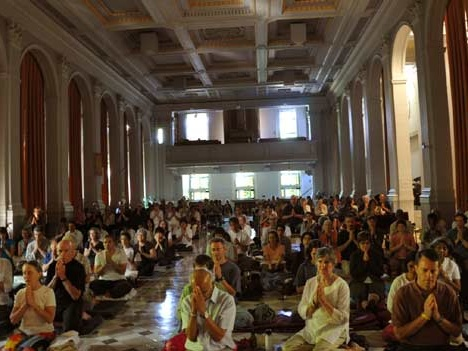 Participants at Ajahn Sumedo's retreat in a large hall at the University of Ottawa
