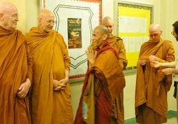Assembled bhikkhus with Luang Por Sumedho and Ajahn Viradhammo
