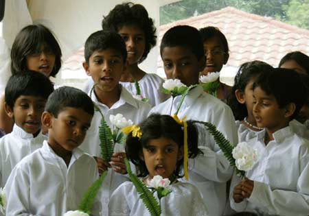 A group of Sri Lankan kids came to sing for Vesak
