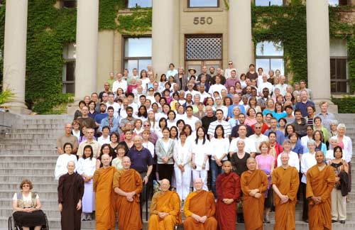 A group photo of the participants at Ajahn Sumedho's retreat